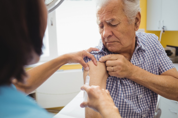 Flu/Pneumonia Vaccine Linked to Lowered Risk of Alzheimer's